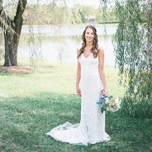 Ivory, Floral, Lace BHLDN Wedding Dress, Size 2